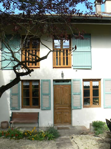 maison ancienne en maconnais chez le vigneron - 夏多內酒