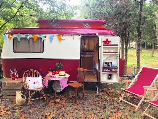 Eriba burgundy caravana vintage - Maià de Montcal - Otros
