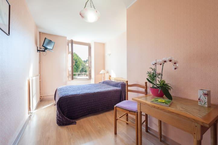 Chambre d'hôtel deux étoiles dans un village - La Mothe-Saint-Héray - Annat
