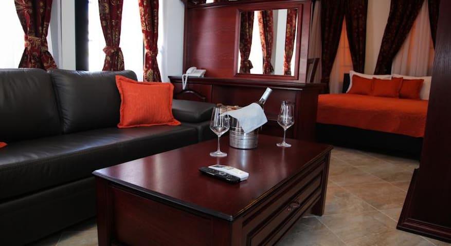 Villa Square - Ohër - Bed & Breakfast