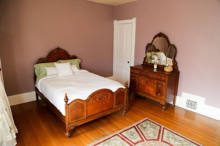 Full Bed - Milwaukee - Ev