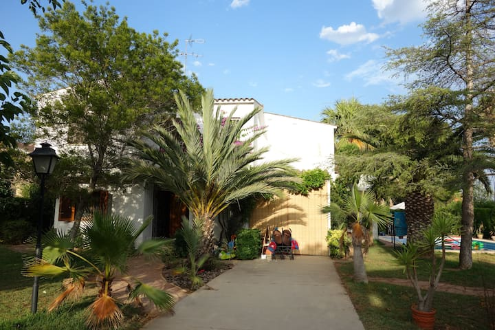 Artist chalet with magnificent garden & large pool - L'eliana - Casa