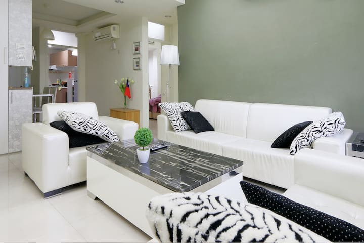 Cozy double bed room and a private bathroom - Da'an District - Apartemen