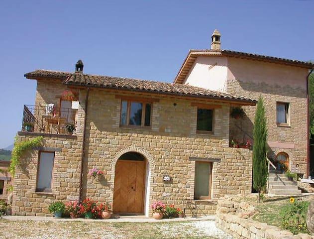 Appartamento di campagna BELLAVISTA - Monte San Martino - Bed & Breakfast