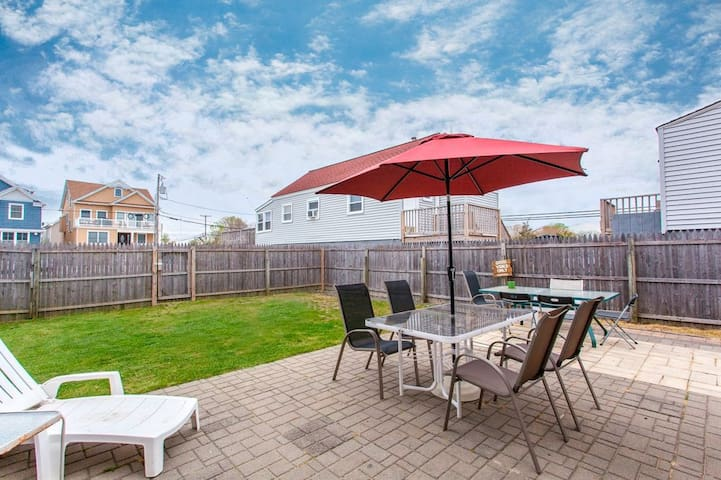 Cozy Beach Bungalow, big yard and lots of parking - Manasquan - Casa