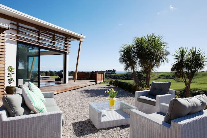 Stunning Oakura Luxury Retreat - Oakura