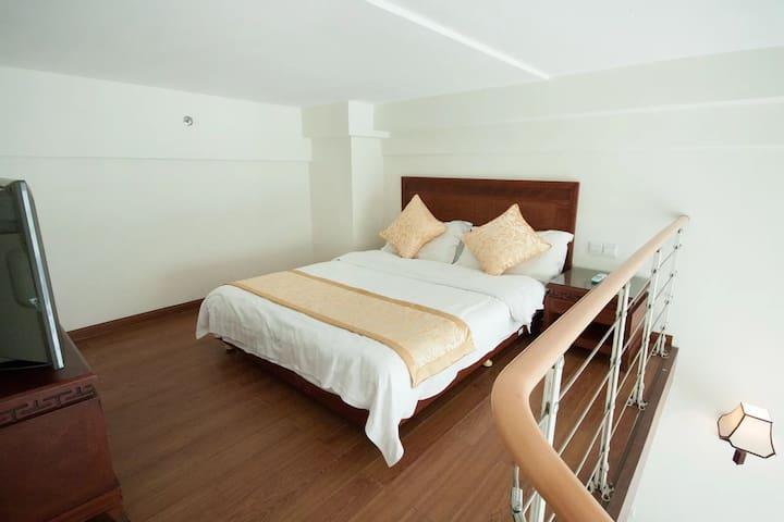 三亚湾阳光海岛海边度假公寓+阁楼复式家庭房(4人间)1晚(离海近+生活交通方便) - Sanya