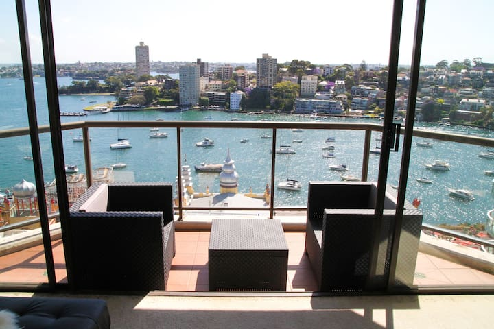 Bright Private Ensuite room w/ Amazing Harbourview - Milsons Point - Daire