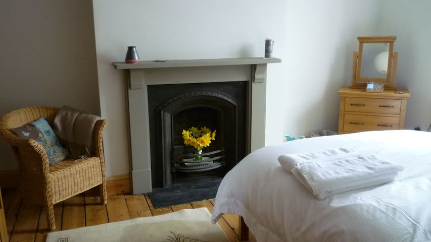 Beautiful double room with good breakfast included - Buxton