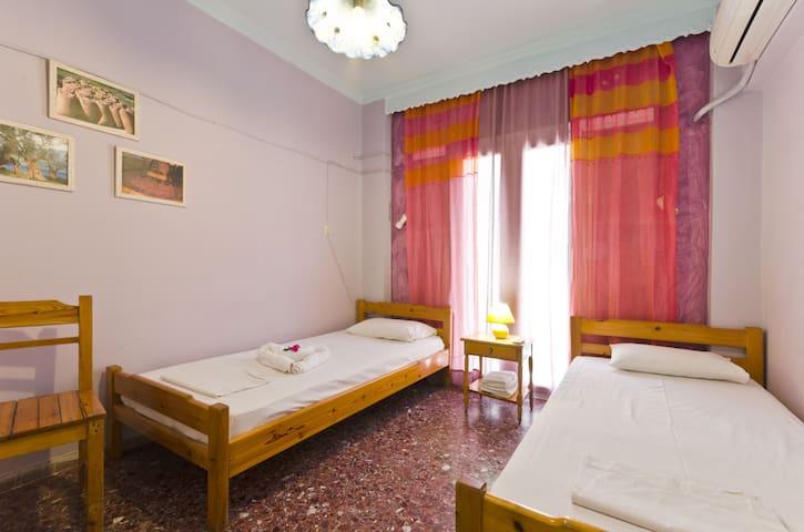 Regina Youth Hostel 2 - Agios Nikolaos - Bed & Breakfast