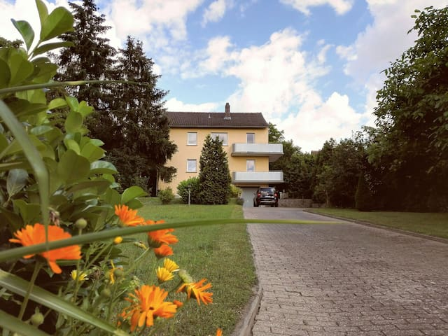 Sunny countryhouse flat with balcony and garden - Kitzingen - Hus