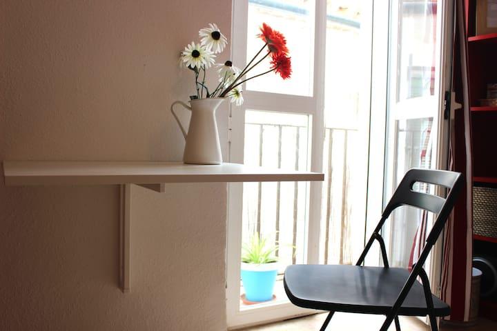 Center. Sunny and lovely studio with new bathroom - Córdoba - Lägenhet