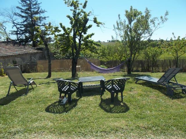 Maison au coeur des vignes, jardin, piscine. - Cahuzac-sur-Vère - Hus