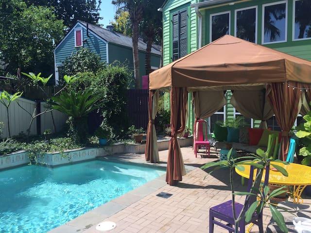 Refreshing Bywater Retreat-POOL! Sleeps 4, 2/2!! - Nueva Orleans - Bed & Breakfast
