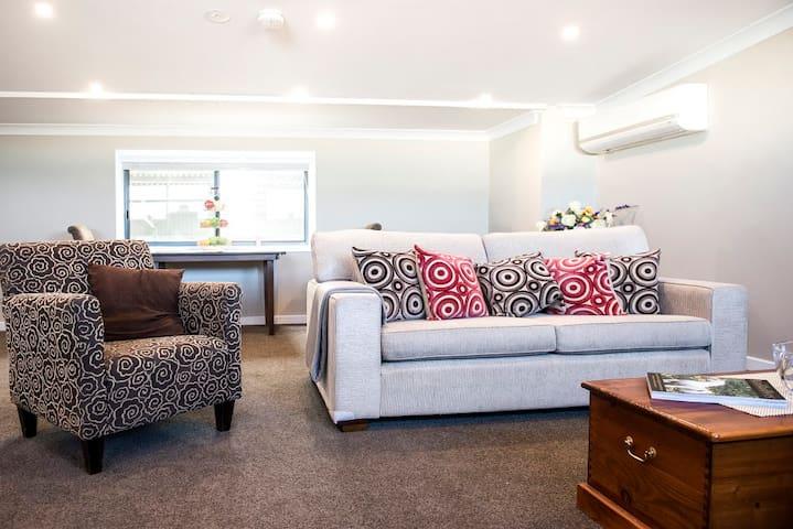 5 Star Studio ~ self contained luxury - Kilmore - Bed & Breakfast