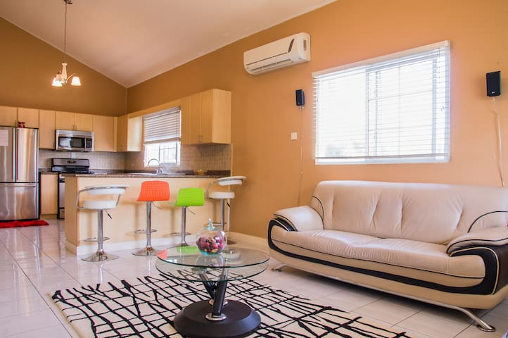 EXQUISITE 1BR IN GATED COMMUNITY!!! - Portmore - Daire