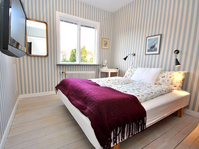Separate room, private entrance, own wc & shower. - Göteborg - Villa