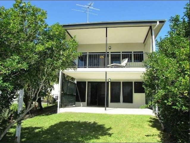 Near city room with ensuite. Pleasant and clean. - Coorparoo