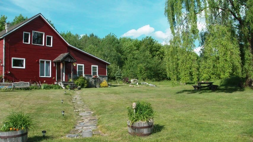 Converted Vermont Barn on 6.5 very private acres - Shaftsbury