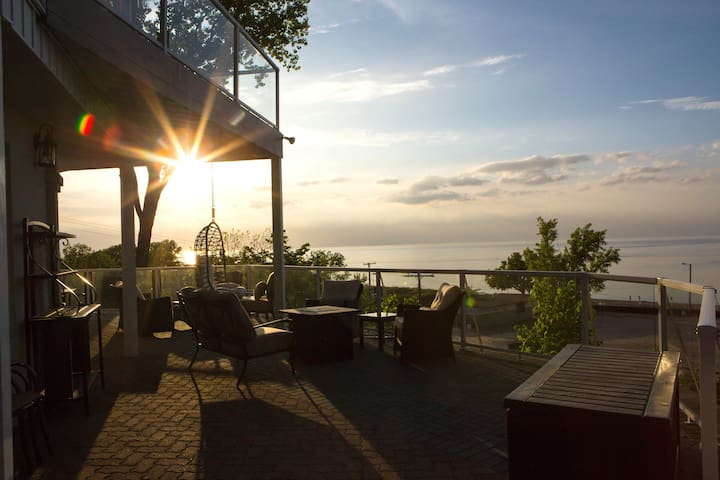 Beach Villa Slps 30: Chicago, Ask for Rates 2+ngts - Gary