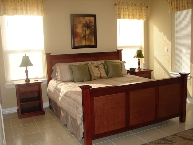 Spoil Yourself for Less! Condo w/Pool Near Beach - South Padre Island - Lyxvåning