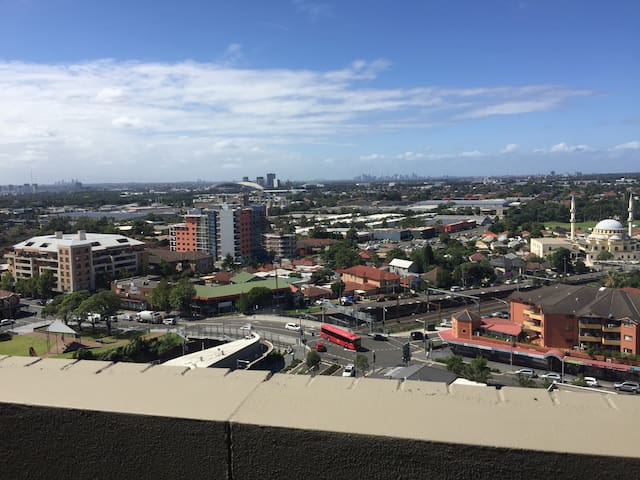 Views, Sydney's multicultural heart - Auburn  - Appartement