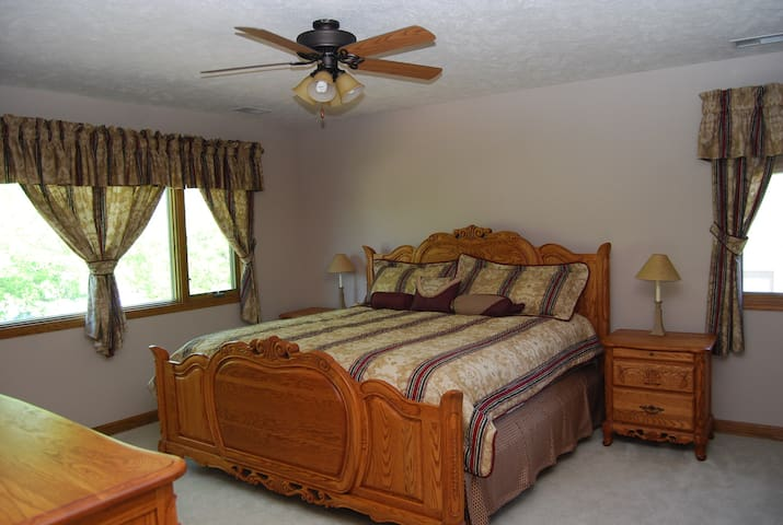 Comfortable room with living area in Elkhorn - Omaha - Casa