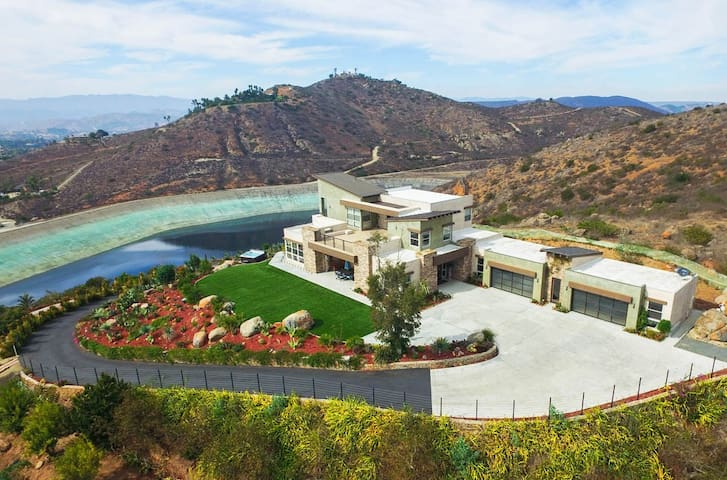 Private 8-Acre Oasis at Dragon Point Villa - Fallbrook - Vila