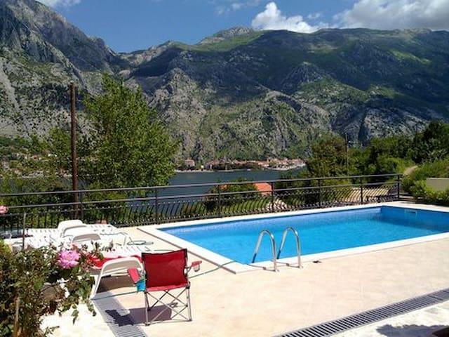 Sunny apartment wt pool - Muo
