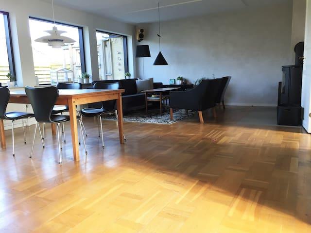 Mange værelser og god plads tæt på København - Роскилле - Дом