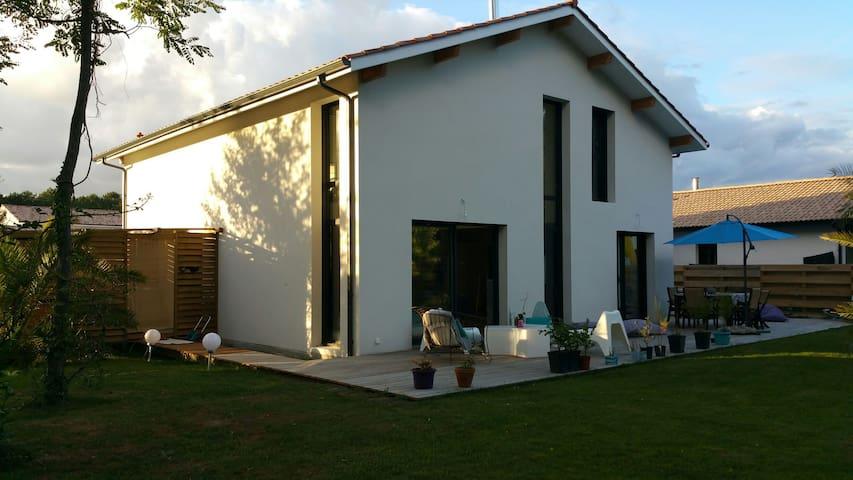 Chambre privee dans maison moderne - tosse - Hus