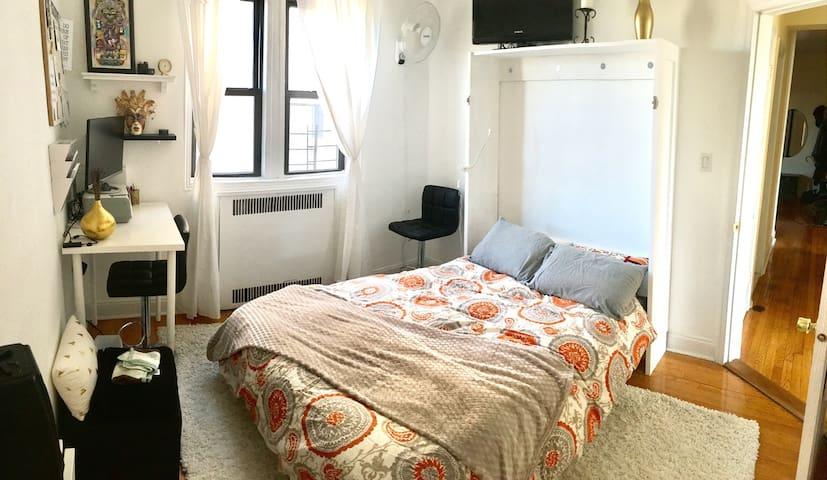 bedroom in friendly neighborhood, near park - Brooklyn - Apartemen