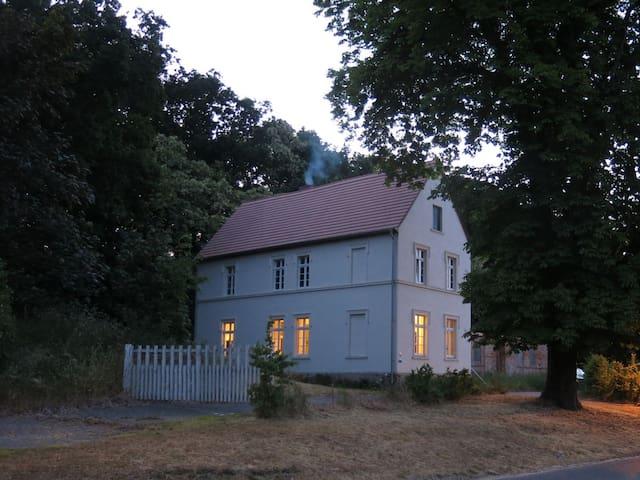 Historisches Gutshaus mit eigenem Bootshaus - Gumtow - Casa