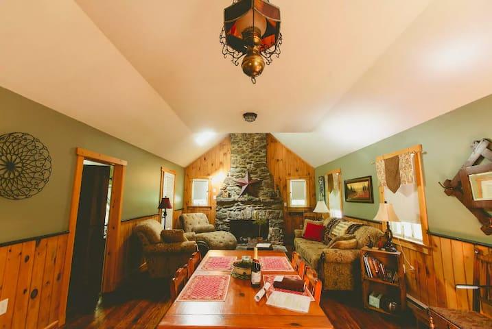 Beautiful Rustic Restored Cabin - Holtwood - Stuga