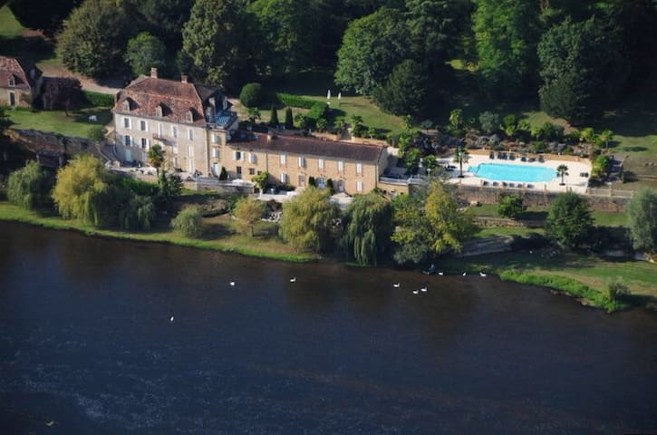 Gite with pool, park and terrace on the riverbank - Lalinde - Casa