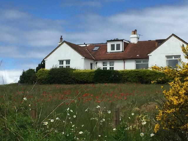 North Berwick bedroom/living area with Sea Views - North Berwick