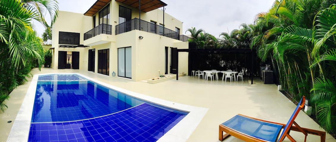 Lagos del Peñon . Casa en Giradot - Girardot - Rumah