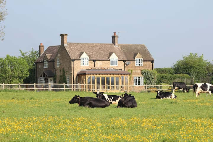 Secluded cottage beside Nature Reserve with views - Bourton-on-the-Water - Bed & Breakfast