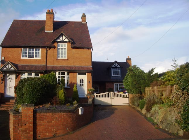 Beautiful self-contained Annexe in rural village - Bournheath - Hus