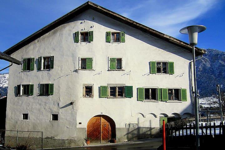 Privatzimmer in Patizierhaus - Cazis - Huis