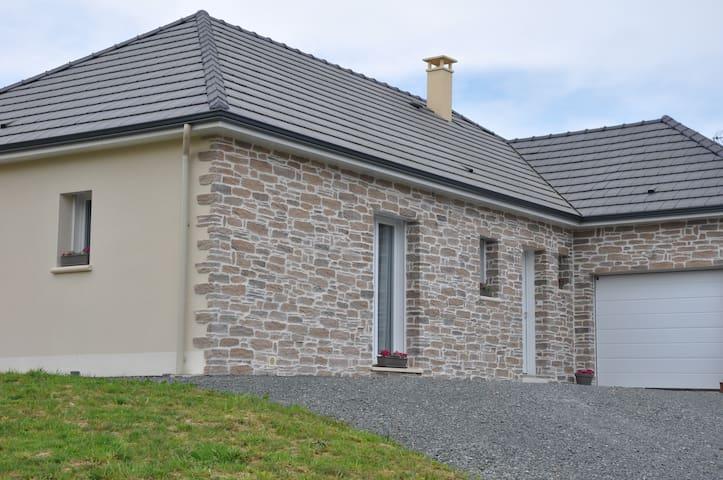 Gîte Emiflo - Saint-Pardoux-Corbier - Huis