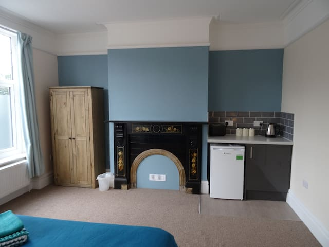 LARGE STUDIO ROOM WITH PRIVATE KITCHEN AREA - Lincoln - Casa