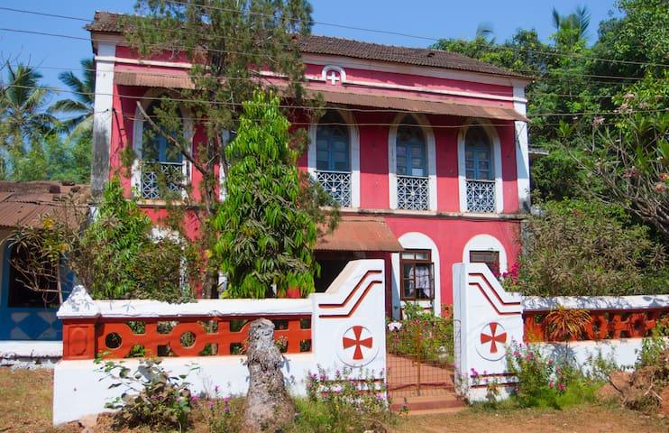 Heritage House Residence Caranzalem Miramar Panjim - Panjim - Rumah