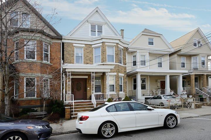 Spacious Home Located in Historic Weehawken, NJ! - Weehawken - Rumah