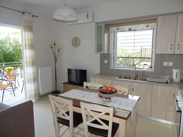New, cozy apartment 10 minutes from the beach - Kalamata - Wohnung