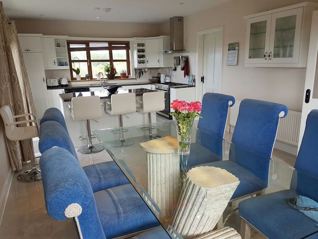Luxury ensuite on doorstep of Ring of Kerry! - Rathmore - Huis