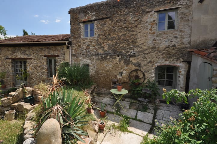 Authentic French home in vineyards - Donazac - Huis