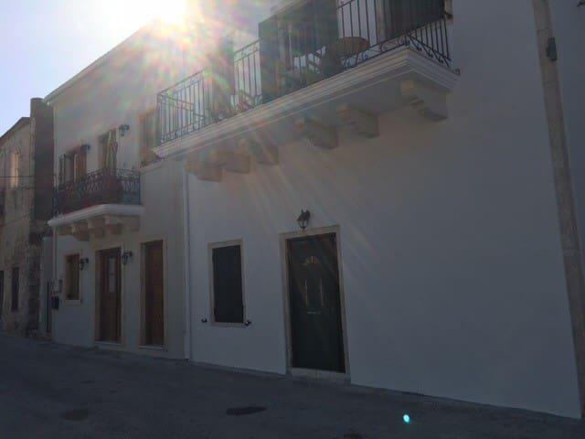 Newly renovated island apartment - Frikes