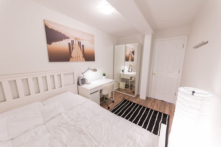 Townhome featuring Newly Furnished Modern Room - Kirkland - Radhus