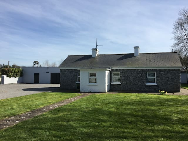 Newtowndarcy Traditional Cottage - Galway - Hytte
